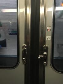 metro door latch